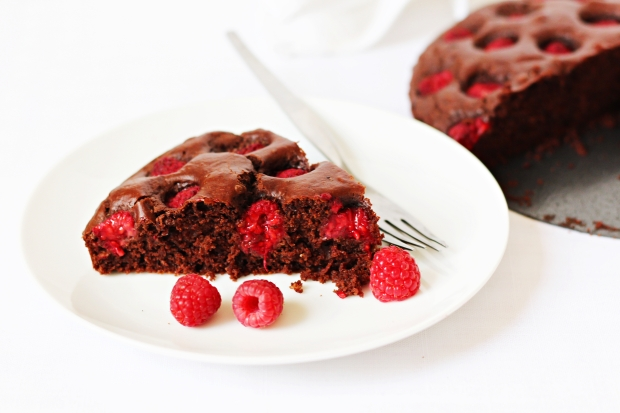 foodiesfeed.com_raspberry-chocolate-cake