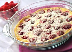 flaugnarde-with-raspberries-in-glass-baking-form-picture_csp16188471